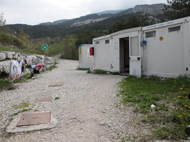 L'ex campo profughi di Marco si ripopola di disperati la notte da un mese il via vai è costante