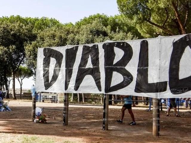 """Anche gli ultras del Catania omaggiano """"Diabolik"""""""