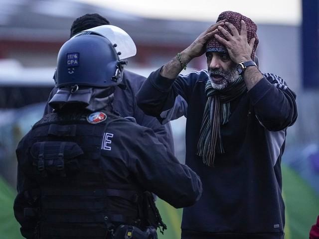 Francia, linea dura del governo contro immigrati extraeuropei e baraccopoli