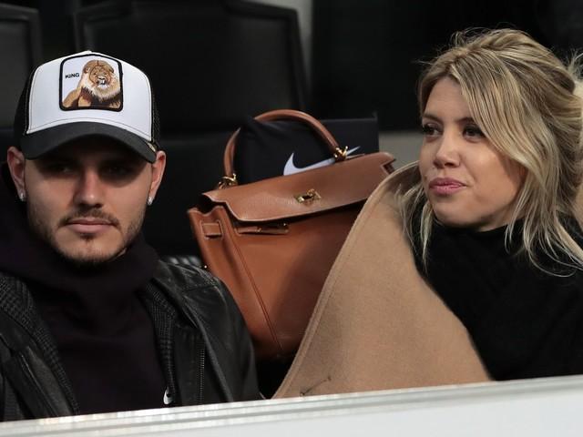 "Wanda Nara: ""Via la fascia a Icardi per venderlo"". L'Inter la smentisce"