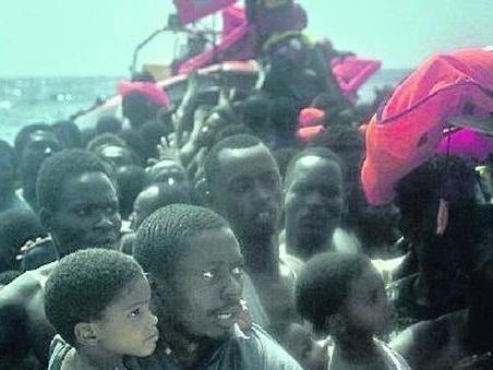 Migranti, no delle Ong alle regole per le navi. Dalla Ue 100 milioni