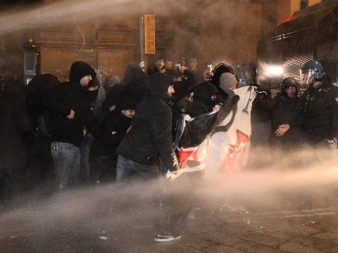 Scontri Bologna: agenti feriti,2 denunce