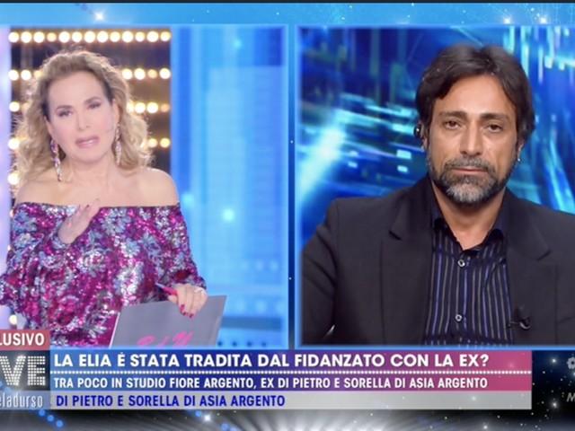 Barbara d'Urso spegne il microfono al fidanzato della Elia
