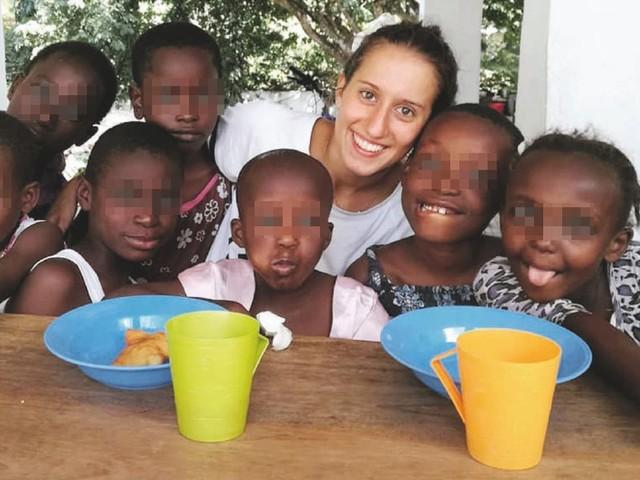 """Silvia Romano, procura di Roma: """"Portata in Somalia dopo il sequestro"""". In Kenya tornano in carcere i presunti rapitori"""