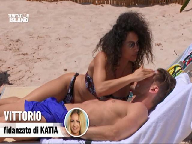Temptation Island, tra Vittorio Collina e Vanessa Cinelli c'è del tenero? Ecco la segnalazione