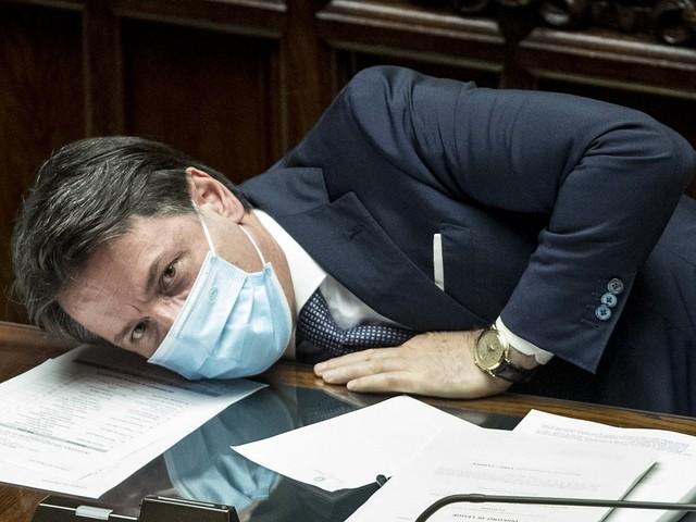 Conte parla, l'Europa lo gabba Pioggia di soldi per la Spagna