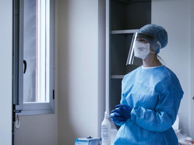 """""""Io Resto"""", la pandemia di Covid vista dal cuore di un ospedale in prima linea"""