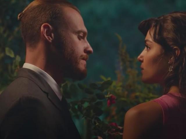 Love is in the air, spoiler turco: Serkan conserva le rose della mamma di Eda