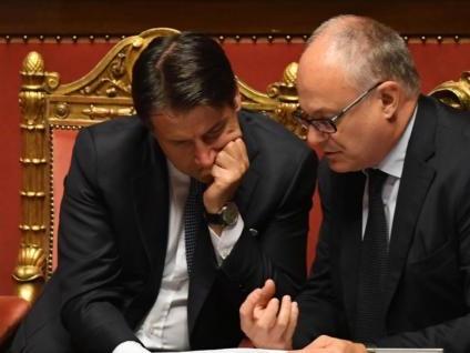 Gualtieri: «La Flat Tax? Mai. Restano gli'80 euro' e il reddito di cittadinanza, che sarà migliorato»