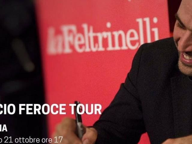Roberto Saviano a Latina per presentare il suo nuovo libro Bacio Feroce