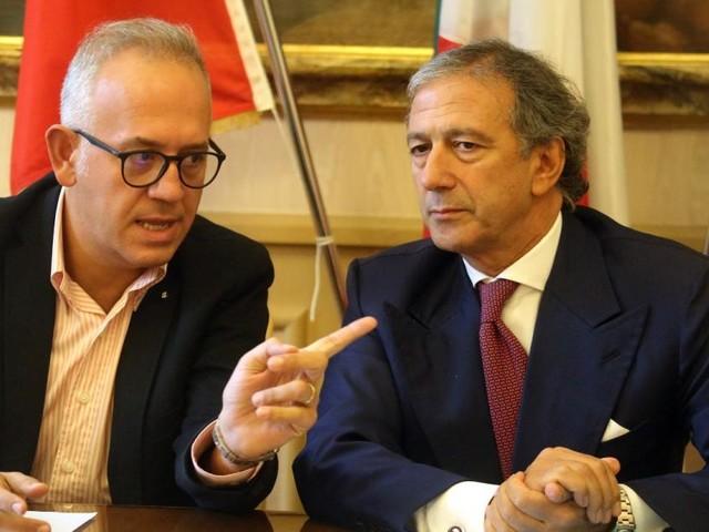 """Civitanova, Ciarapica sospende le attività a due negozi di """"cannabis light"""". Pignataro:""""Primo sindaco in Italia"""" (VIDEO e FOTO)"""