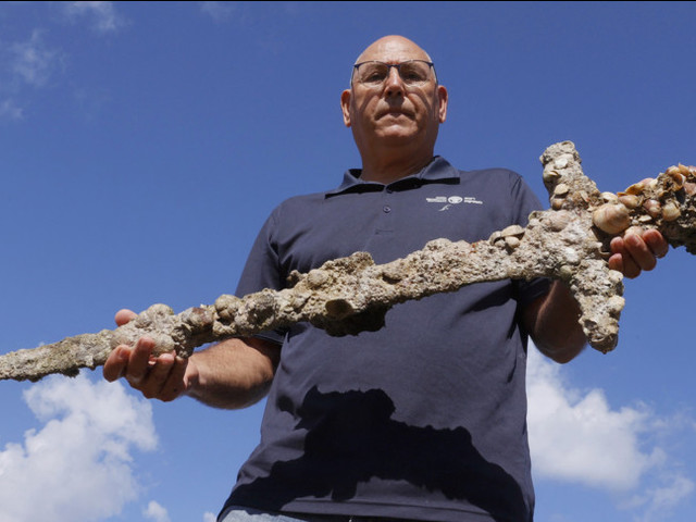 Un'antica spada dei crociati è stata ritrovata da un sub in Israele