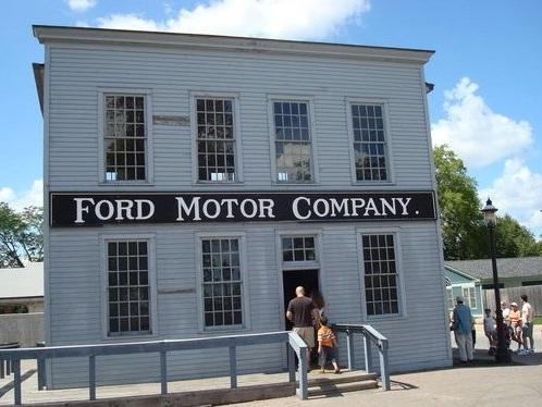 Ford Motor, utili e fatturato sopra attese