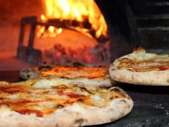 Licenziato da una pizzeria si vendica in un modo assurdo: ordina…