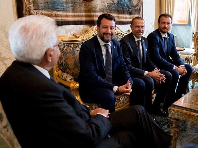 """Crisi di governo, Salvini vuole le elezioni anticipate: """"Vogliono svendere l'Italia"""""""