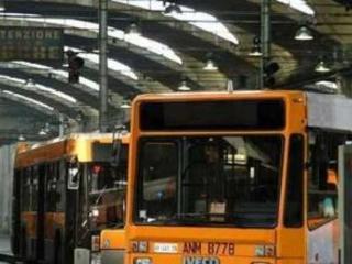 Napoli: sasso rompe finestrino bus, paura tra i passeggeri