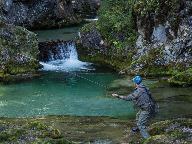 A pesca di indimenticabili emozioni tra le Dolomiti di Brenta