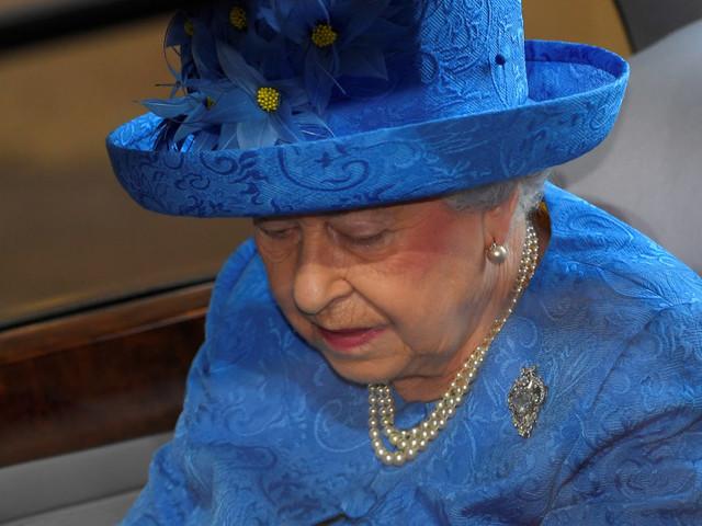 La regina legge il programma del governo che non c'è