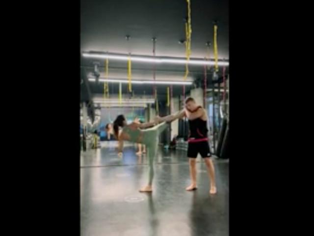 VIDEO / Canalis più in forma che mai! Sul ring si scatena