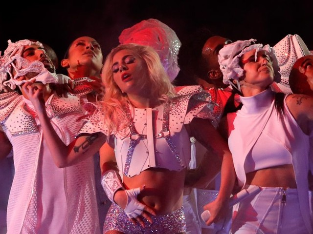 Lady Gaga, stop al tour europeo: l'accorata lettera ai fan