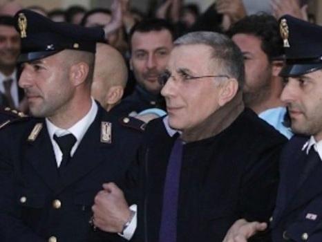 Michele Zagaria contro la fiction Sotto Copertura tenta il suicidio in diretta dal carcere di Opera