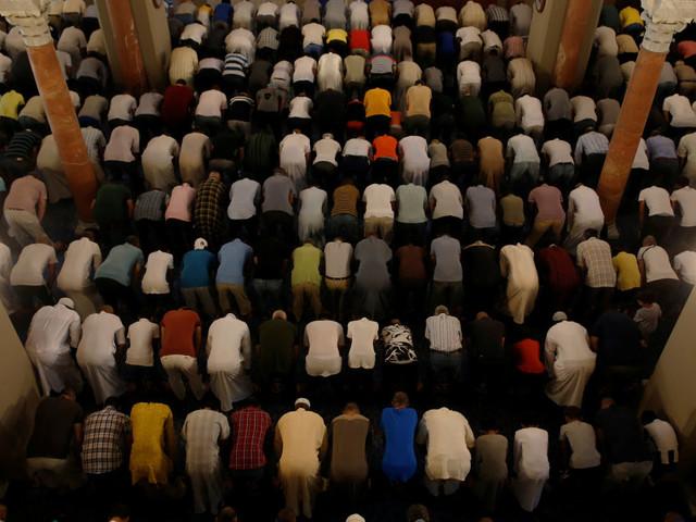 Moschee e centri culturali finanziati da Riad, così la dinastia Saud indottrina i jihadisti d'Europa