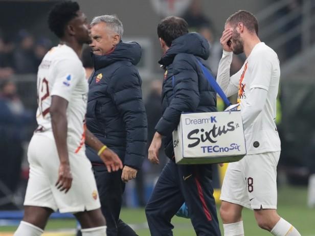 Inter-Roma, ancora un infortunio muscolare per i giallorossi: al 15' esce Santon