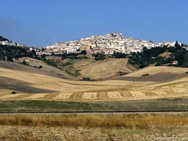 Questo paese della Puglia offre 2 mila euro a chiunque voglia trasferirsi lì