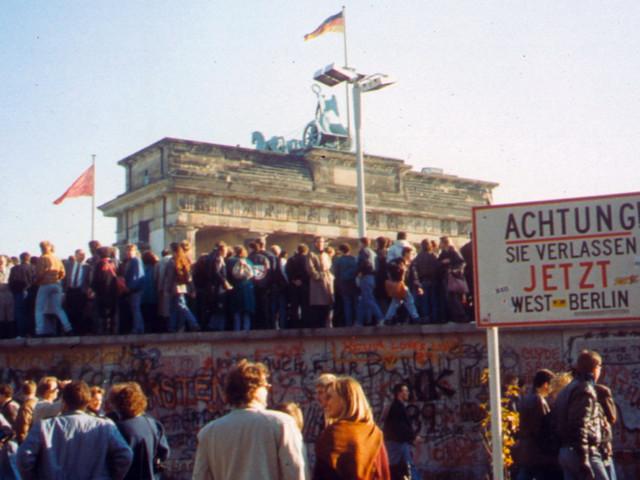 Il Muro di Berlino è caduto ma la Nato è ancora indispensabile. L'analisi di Talò