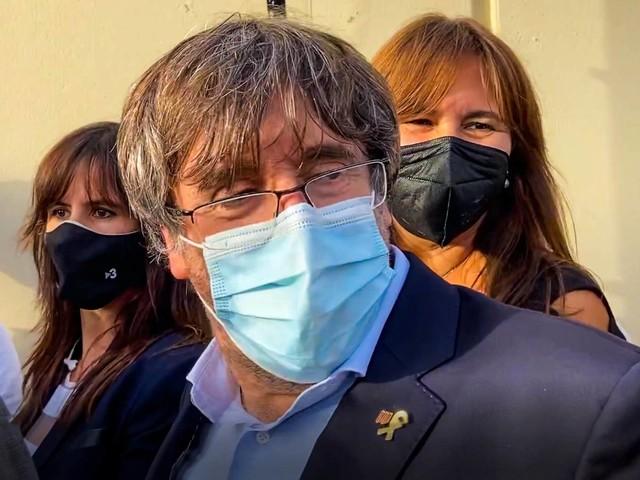 "Puigdemont torna libero: dovrà restare in Sardegna. Ira Madrid: ""Presa in giro"""