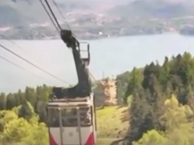 Mottarone, al Tg3 e TgLa7 il video inedito dell'incidente in funivia: la cabina si impenna e torna indietro, fino allo schianto