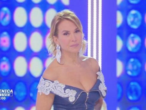 Domenica Live, Barbara d'Urso: busta choc, stalker di Youma e la figlia di Maradona Junior