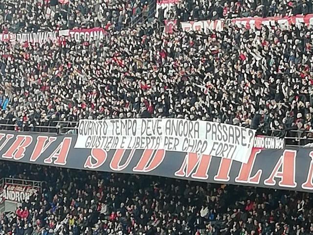 Ultras del Milan per Chico Forti maxistriscione a San Siro dopo lo speciale delle Iene