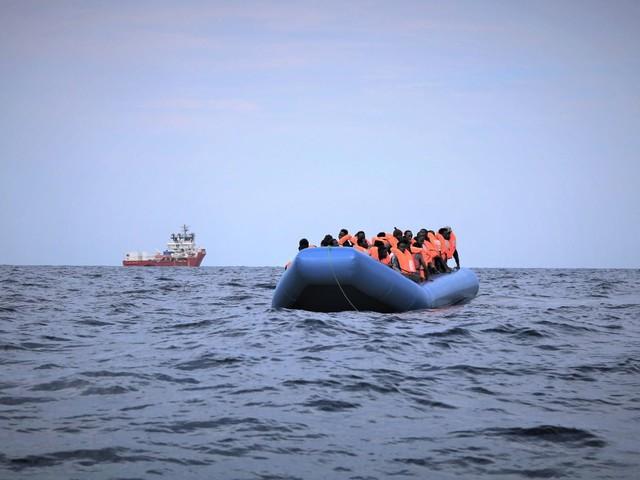 La Ocean Viking a Lampedusa: l'Italia si fa carico di 24 immigrati