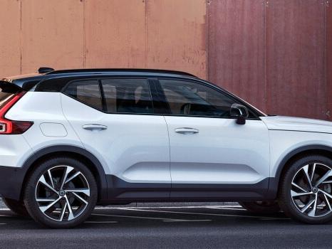Nuova Volvo XC40, il SUV si acquista come uno smartphone