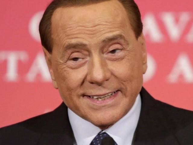 """Berlusconi mette all'asta un pranzo """"esclusivo"""" con lui: il ricavato andrà ai terremotati d'Abruzzo"""