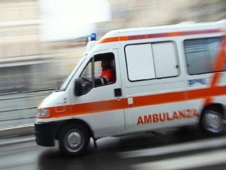 Ciclista 42enne investito da un furgone: muore poche ore dopo in ospedale