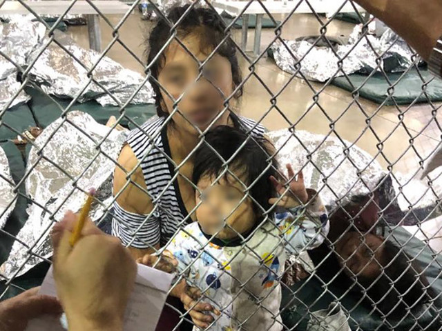 Centri di detenzione Usa, le terribili condizioni dei bambini migranti: separati dai genitori, denutriti e in condizioni igienico-sanitarie spaventose