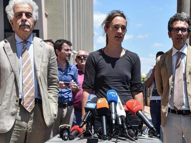 Agrigento, Carola Rackete risponde ai pm «Felice di aver spiegato. Ora l'Ue agisca»
