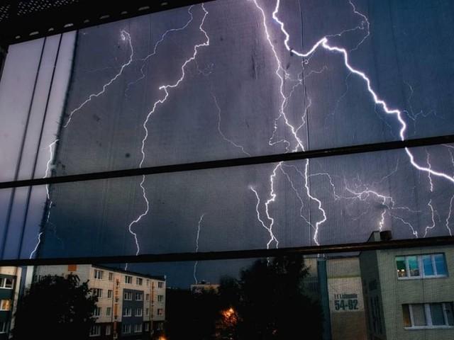 METEO: EUROPA nella morsa del MALTEMPO, temporali, GRANDINE, nubifragi. NEVE. FOTO e VIDEO