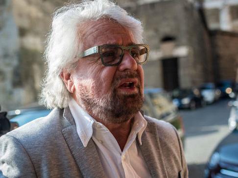 """Coronavirus, Beppe Grillo: """"Reddito universale per tutti, non facciamo come nel 2008"""""""