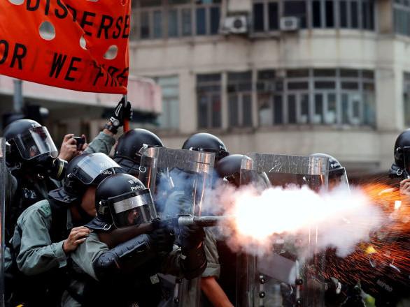 Ad Hong Kong proteste e scontri in piazza, polizia avverte abitanti