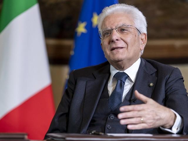 Mattarella predica calma: prima si vota il referendum