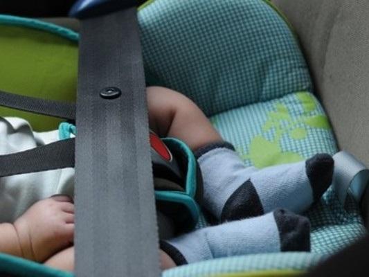 A che punto è la norma per evitare i casi di abbandono dei bimbi in macchina