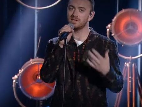 Sam Smith a X Factor 2017 apre il 2° Live Show tra Too Good at Goodbyes e Stay With Me