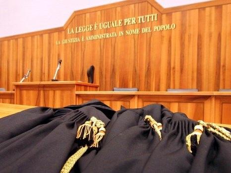 Voto di scambio a Termini Imerese e alle regionali, 87 tra deputati e assessori in udienza al cinema