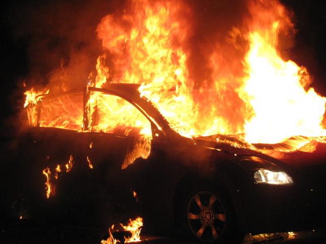 Incendio a Granarolo: auto a fuoco a Lovoleto