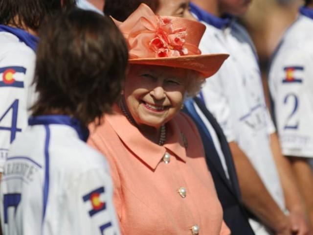 La regina Elisabetta vieta le domande su Harry e Meghan