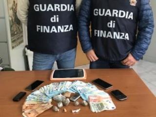 """Nereto, sorpreso mentre """"vende"""" cocaina: spacciatore arrestato dalla Finanza"""