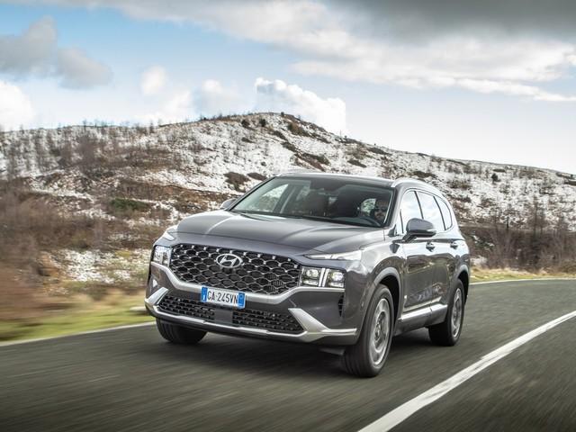 Nuova Hyundai Santa Fe debutta con la 20th Anniversary: 7 posti, ibrida e 4x4